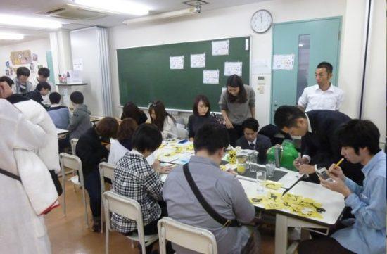 2016年11月12日(土) 新大阪歯科技工士専門学校で毎年開催される「淀川祭」。 大阪府歯科技工士会のブースとして「アートグラス」を行い、待ち時間がでるほど盛況でした。 参加者:田中、柳原、飛鳥、金澤、宮崎